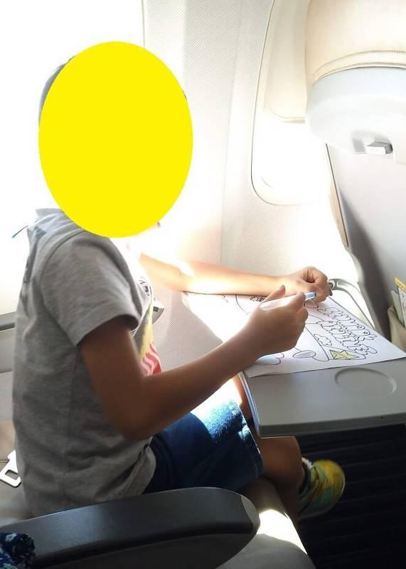 スカマークの飛行機内でお絵描き