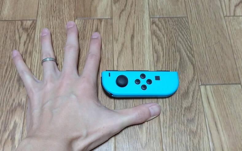 ジョイコンと私の手