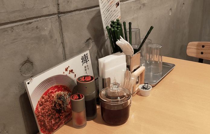 175°DENO担担麺仙台店のテーブル席