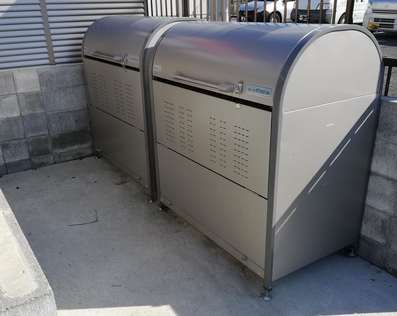 ゴミ捨て場のコンテナ