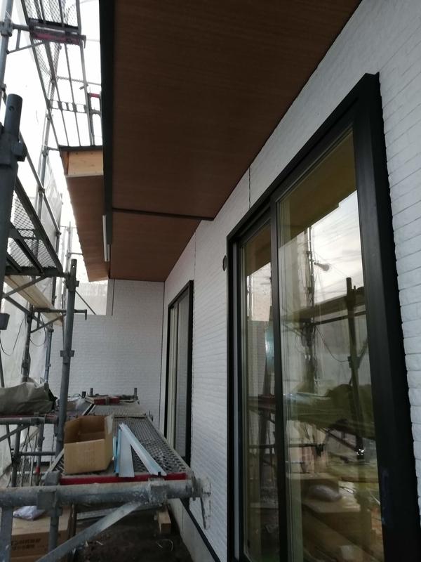 建築中 外壁施工と軒天