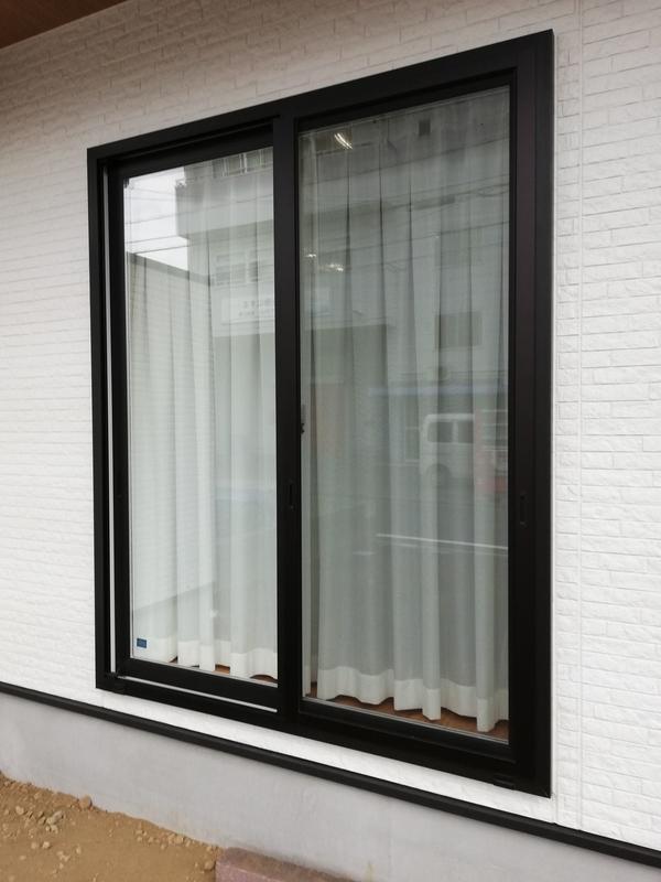搬入経路の窓