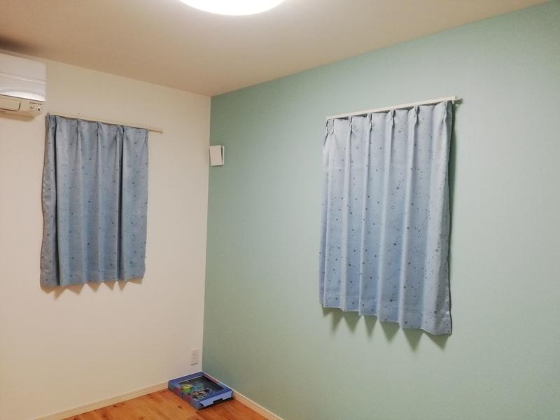 弟の部屋のカーテン