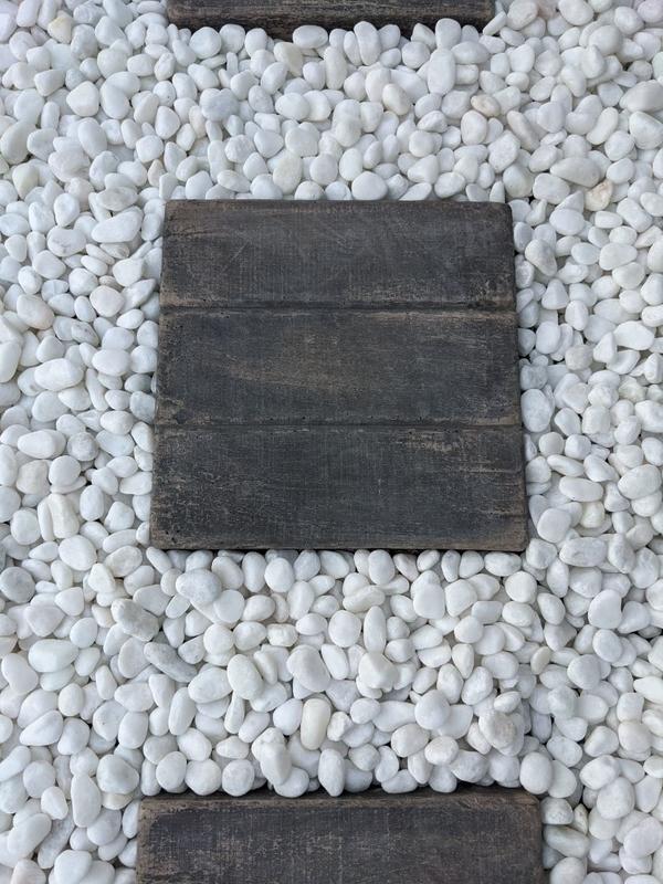 白玉砂利と枕木
