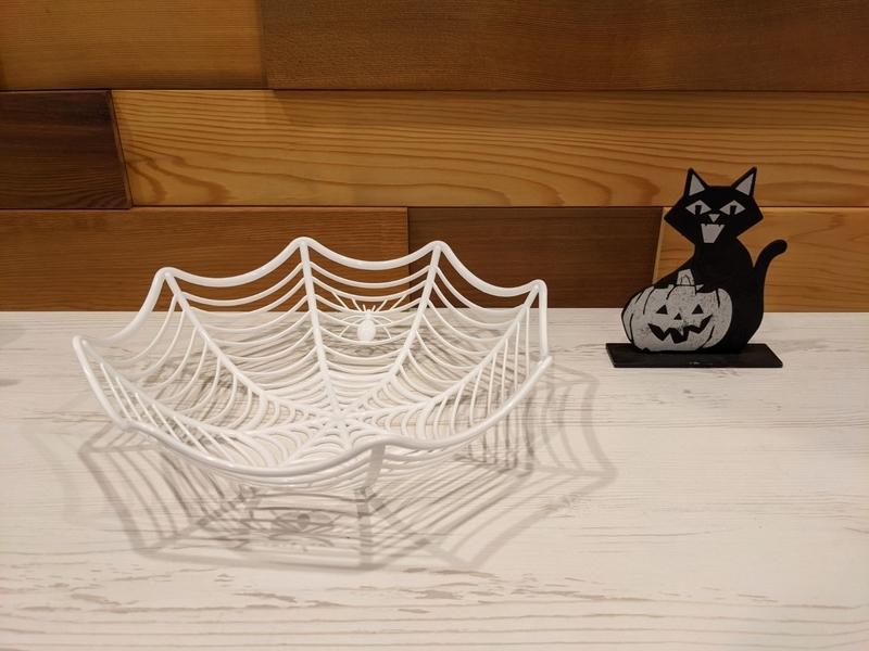 蜘蛛の巣のカゴ