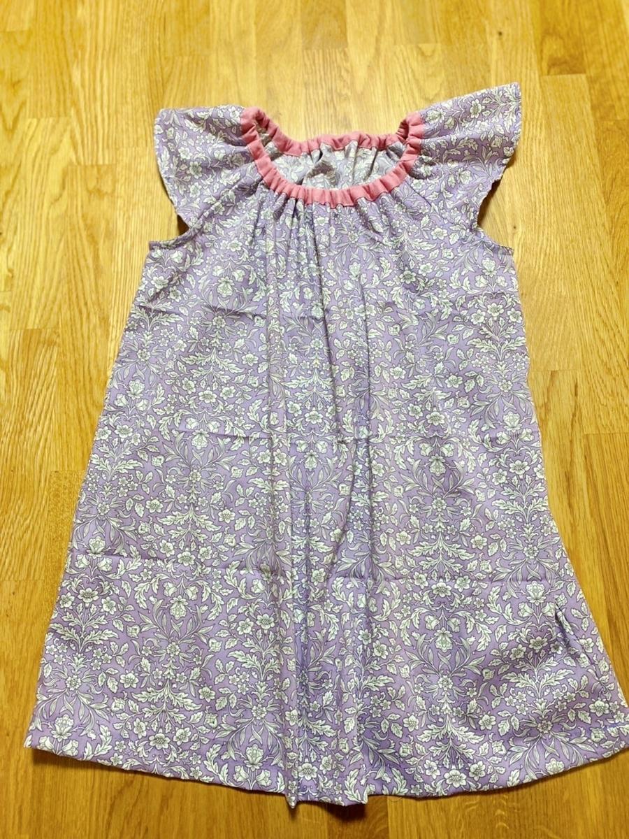 女の子のシンプルでかわいい服 ひらひら袖のブラウス 今日これ作りました。