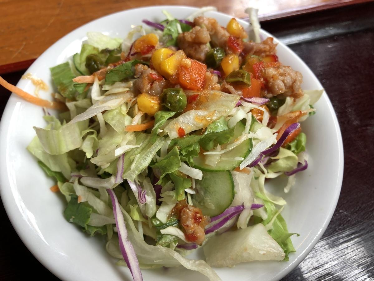 ジャスミン タイ セットのサラダ