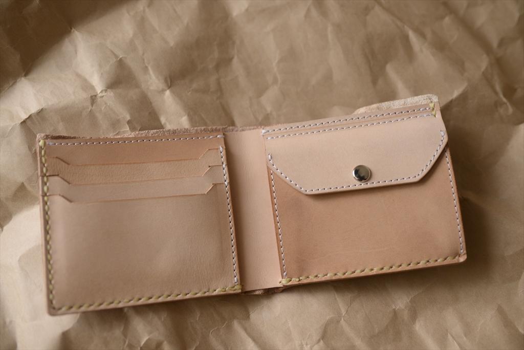 エゾシカの革を使った二つ折りの財布