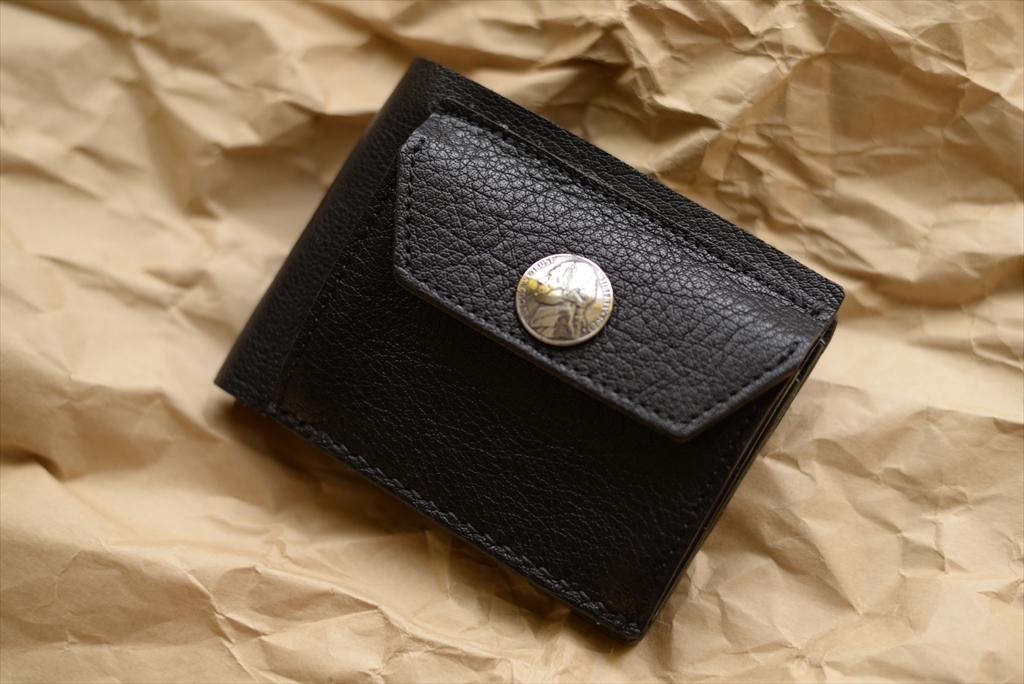 バッファロー革の二つ折りの財布