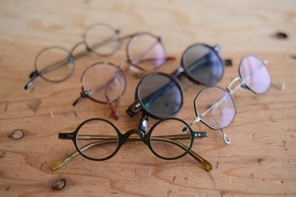丸メガネだらけ