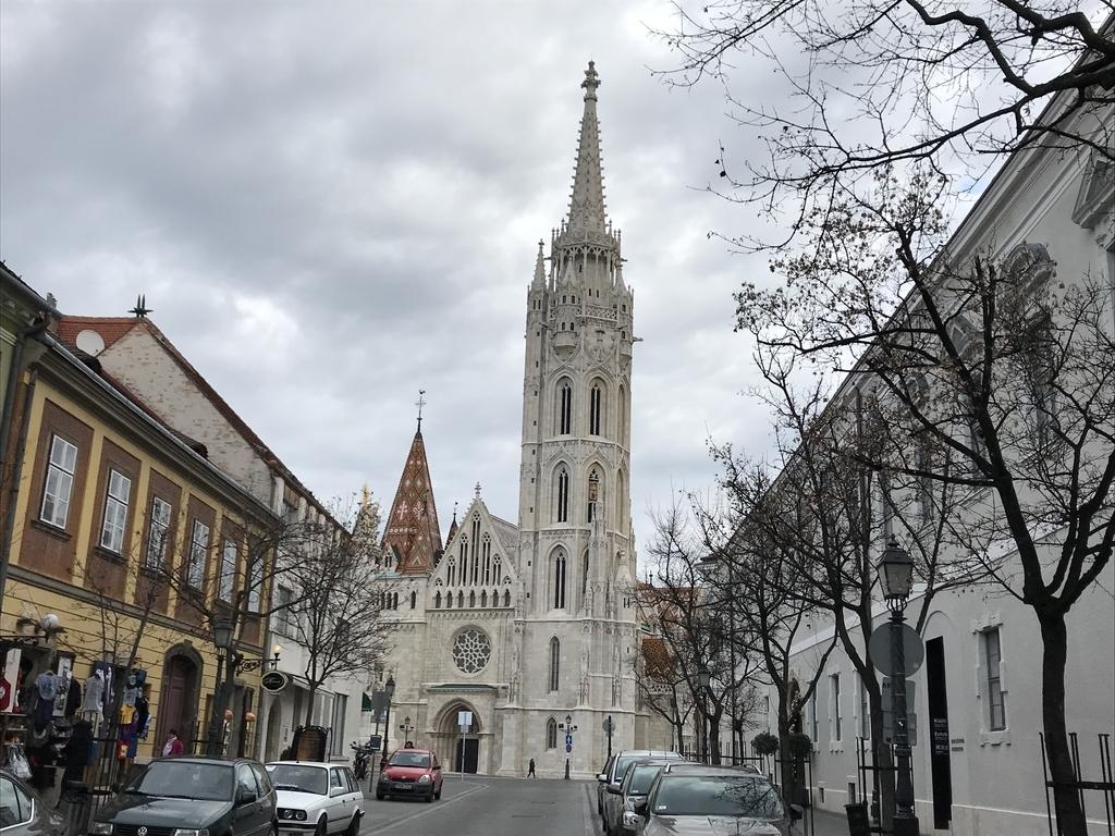 マーチャーシュ教会を遠目でみた写真