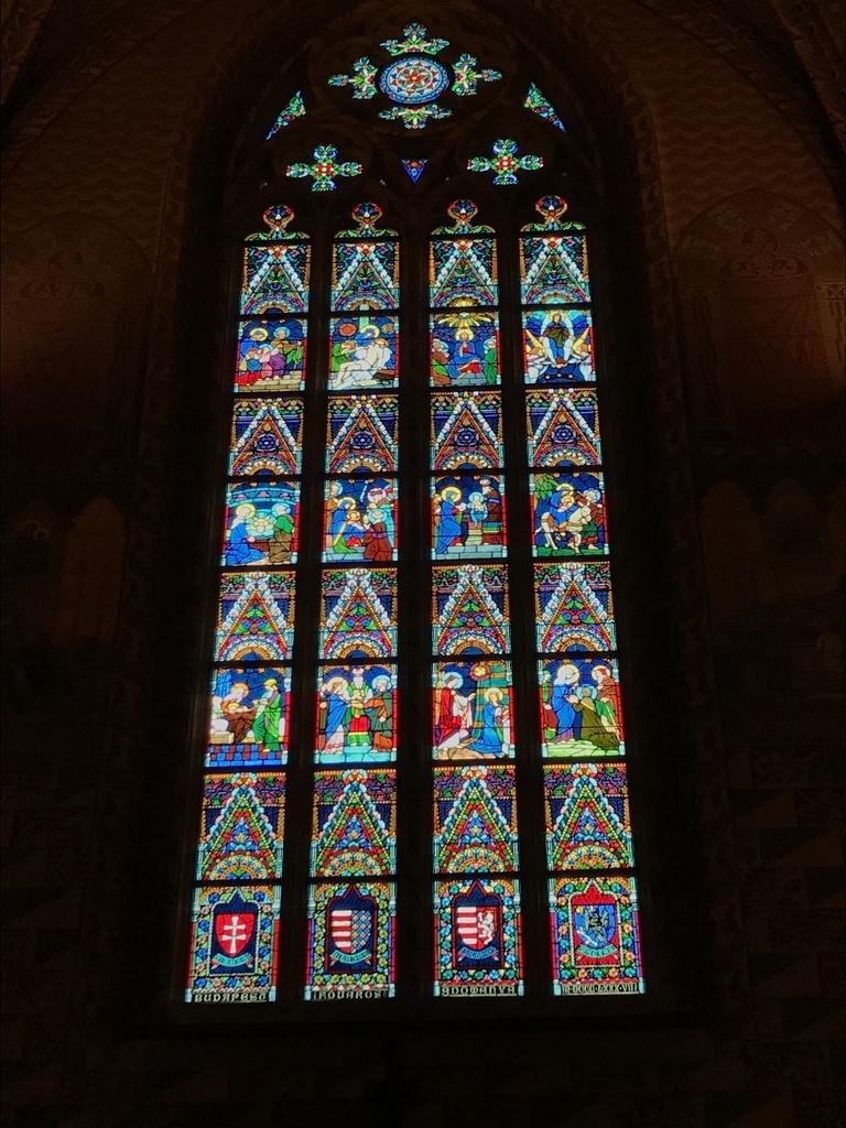マーチャーシュ教会のステンドグラス