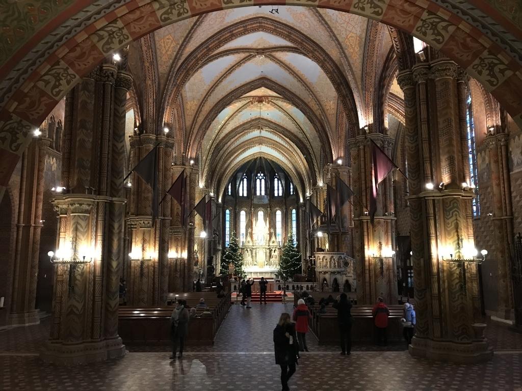 マーチャーシュ教会内部の全体像