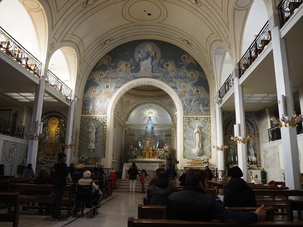 奇跡のメダイユ教会内部