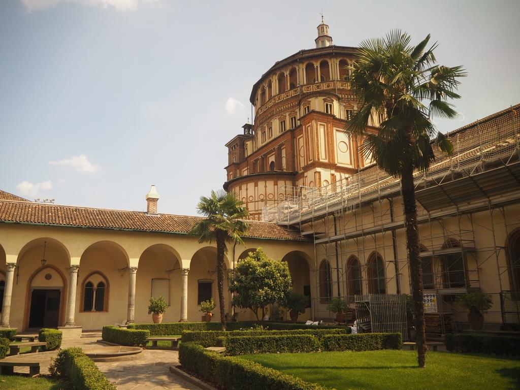 サンタ・マリア・デッレ・グラツィエ教会中庭