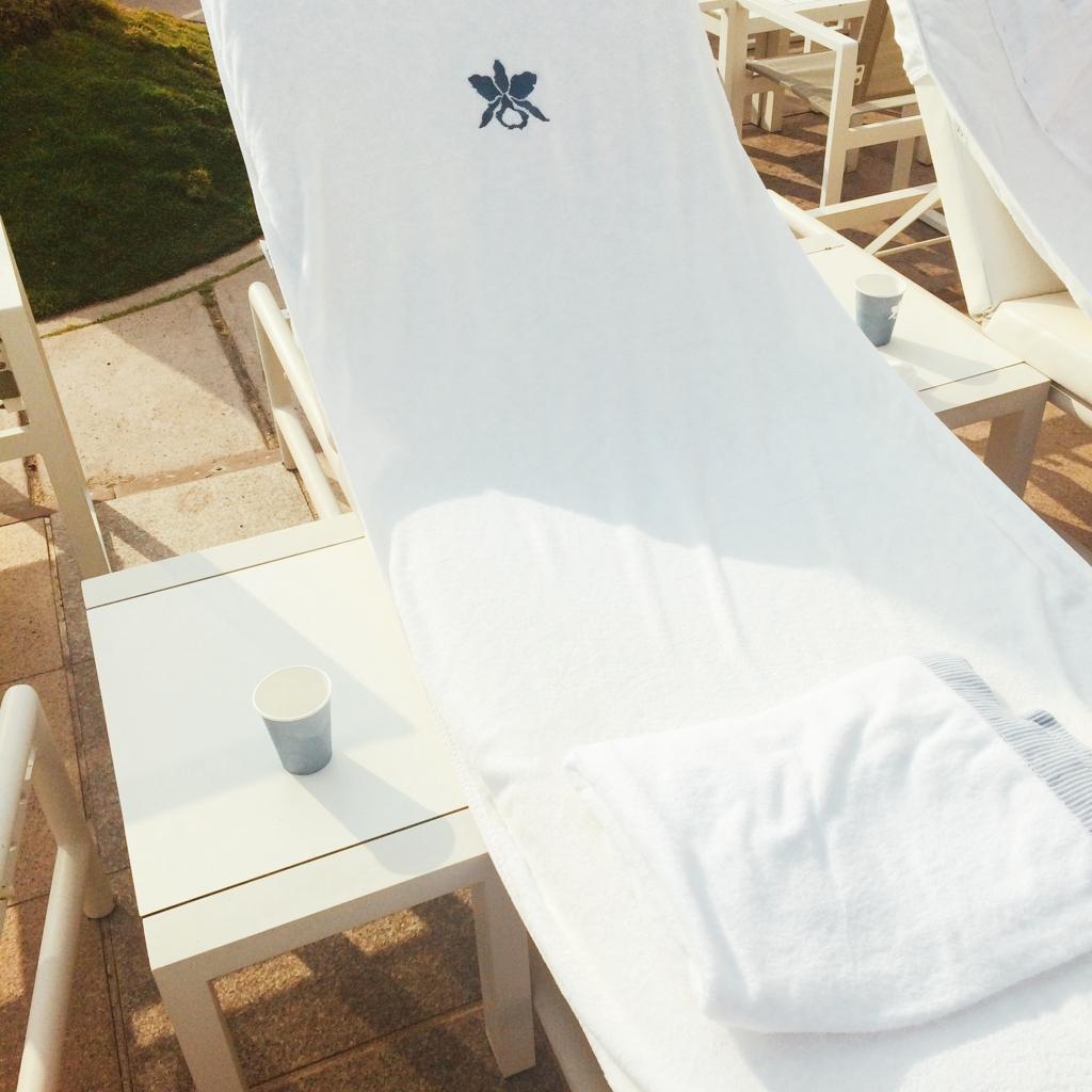 ハレクラニプール椅子の写真