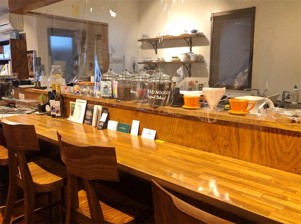 清澄白河のブックカフェ「ドレッドノート」のカウンター席