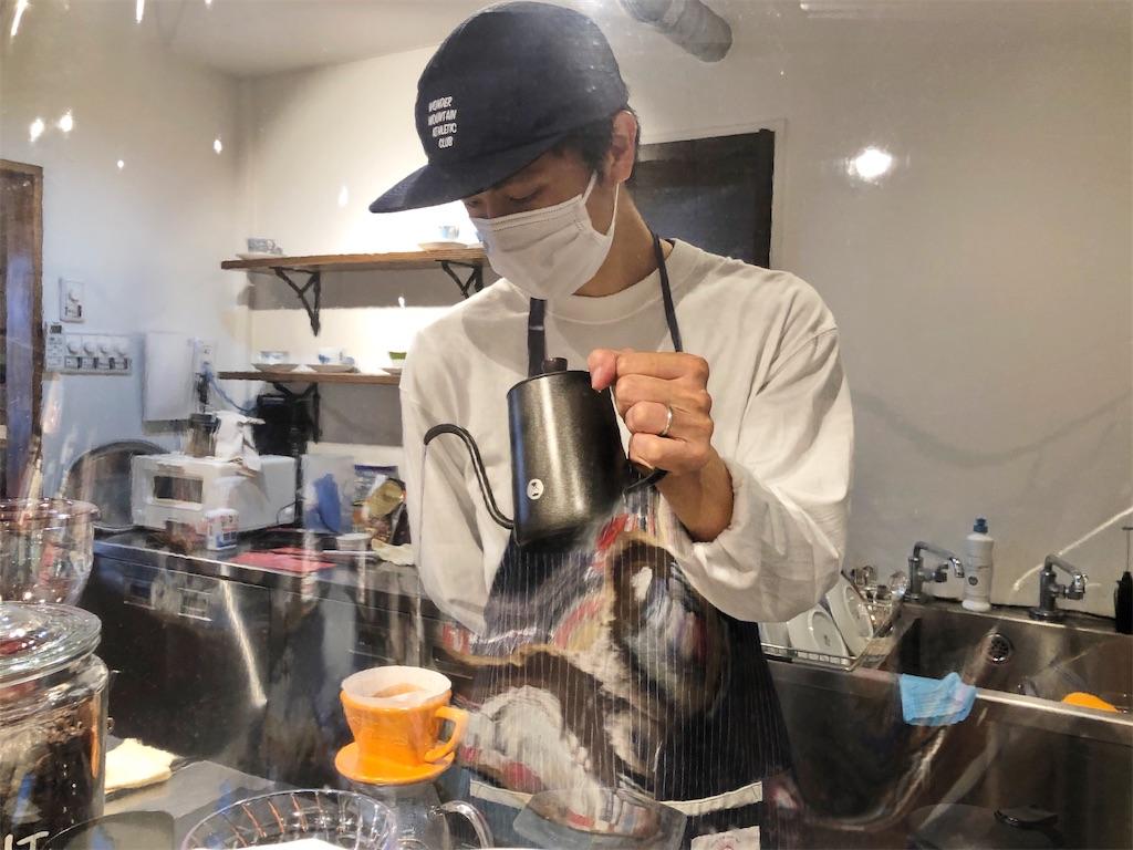 清澄白河のブックカフェ「ドレッドノート」店長の渡邉さん