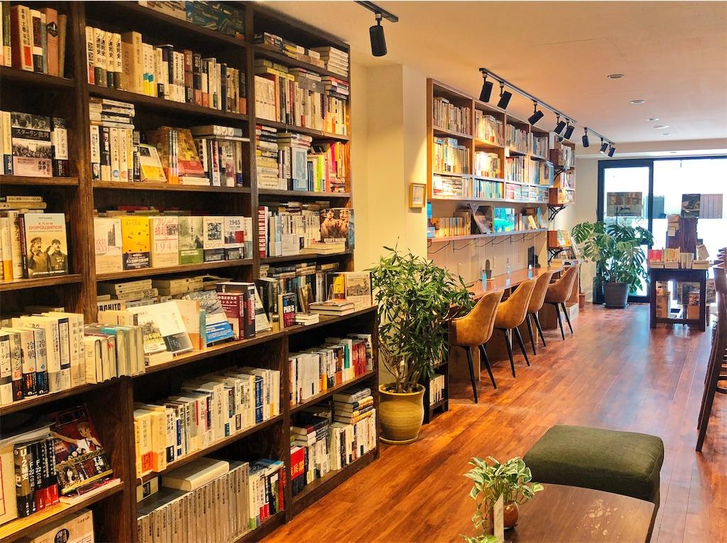 清澄白河のブックカフェ ドレッドノートの店内
