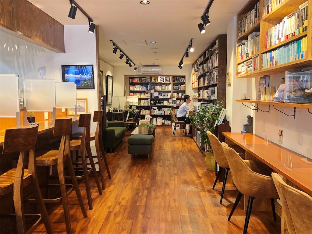 清澄白河のブックカフェ ドレッドノートの店内全貌