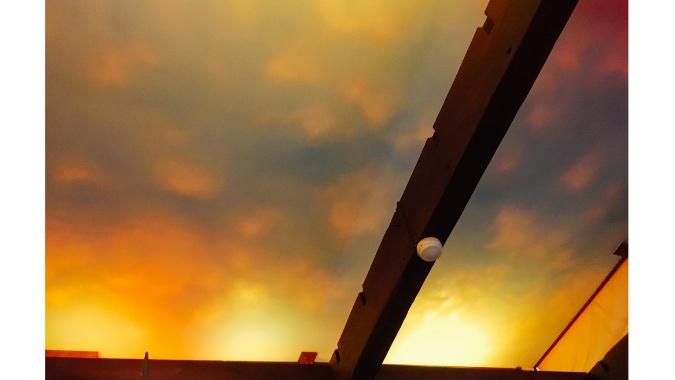 移り行く天井の空模様