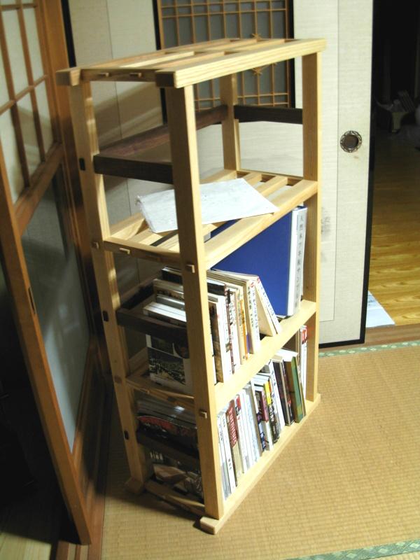 アッシュとウォールナットの本棚2
