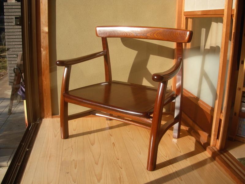 欅拭漆椅子ー靴を履くためのイスー