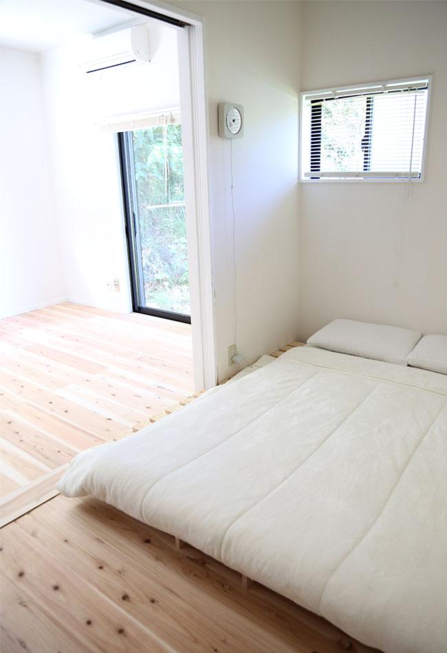 ミニマリスト寝室