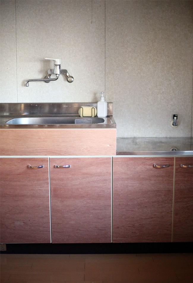 キッチンの扉を30分で変身DIY