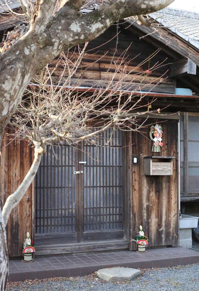 古民家の玄関、新年の飾り付け