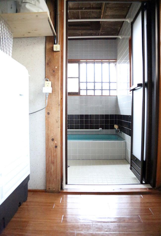 古民家のお風呂入り口