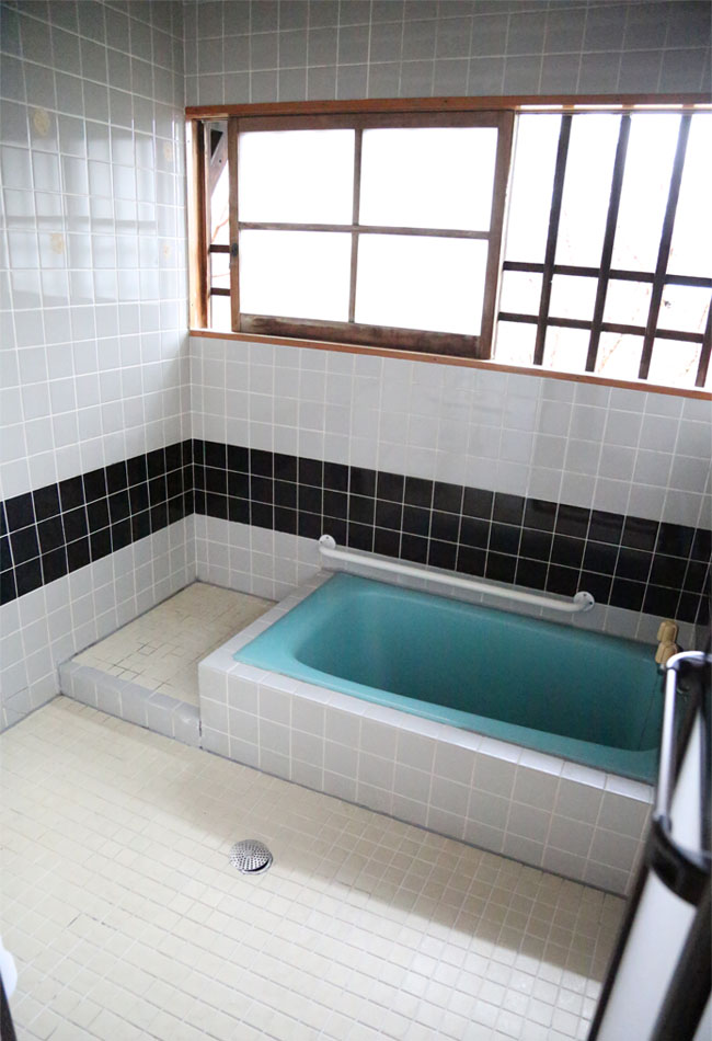 古民家のお風呂場が昭和テイスト