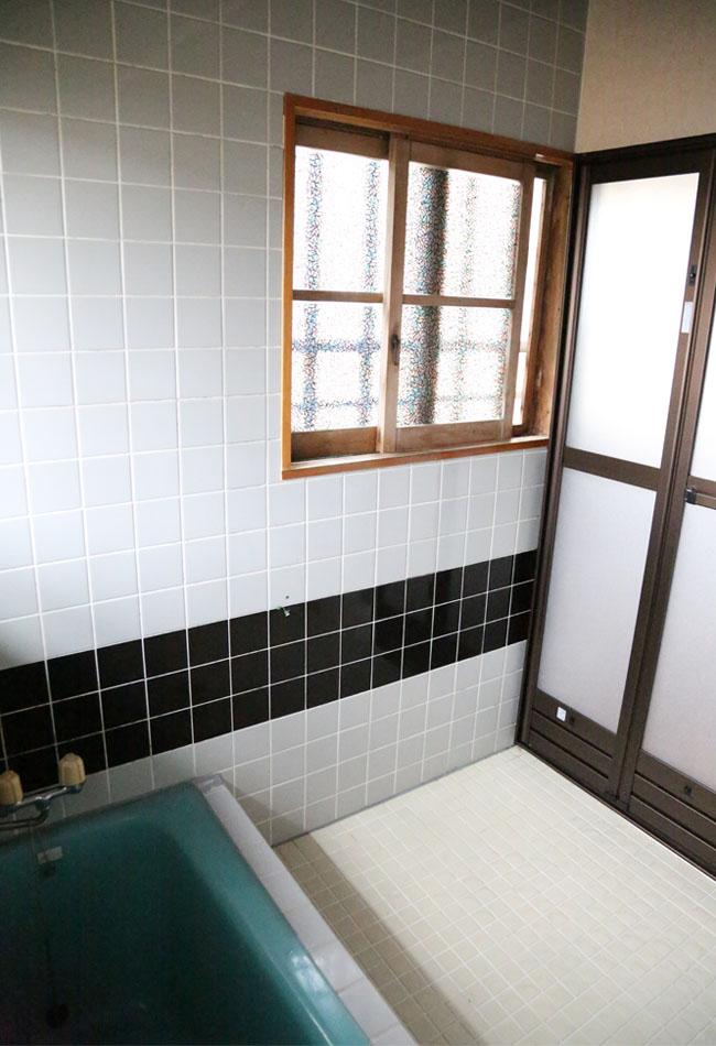 お風呂場のタイルの状態の様子