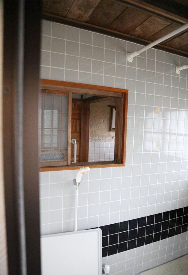 古民家の湿気防止の通気を考えた小窓