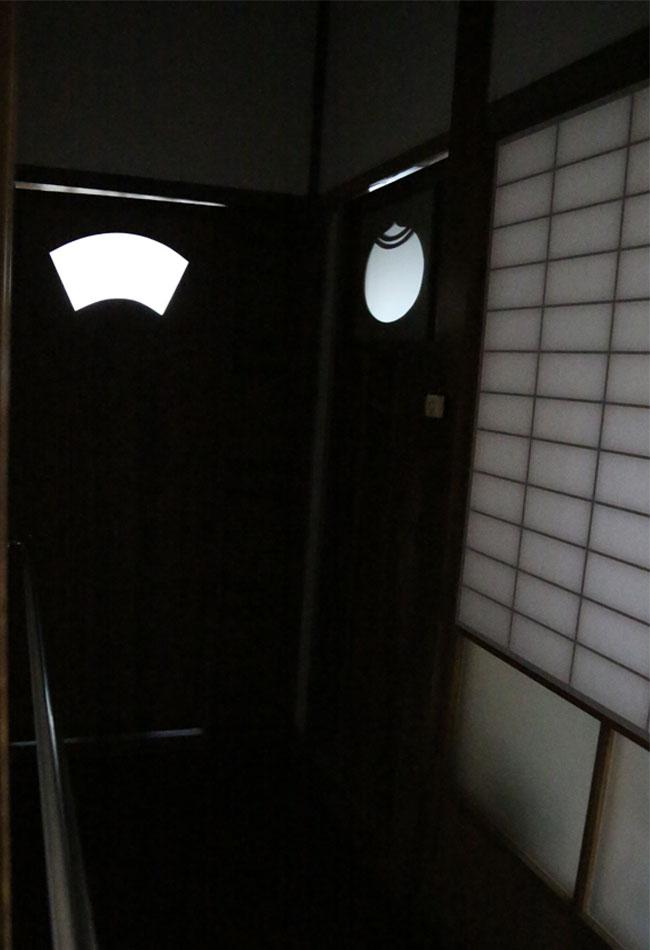 トイレの扉の模様