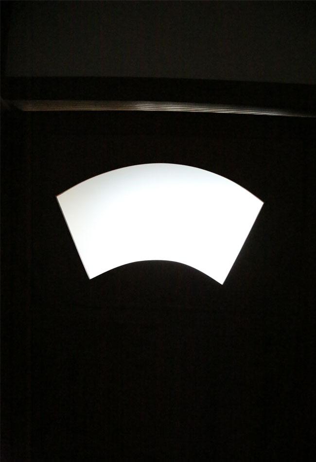 トイレの扉の模様は扇