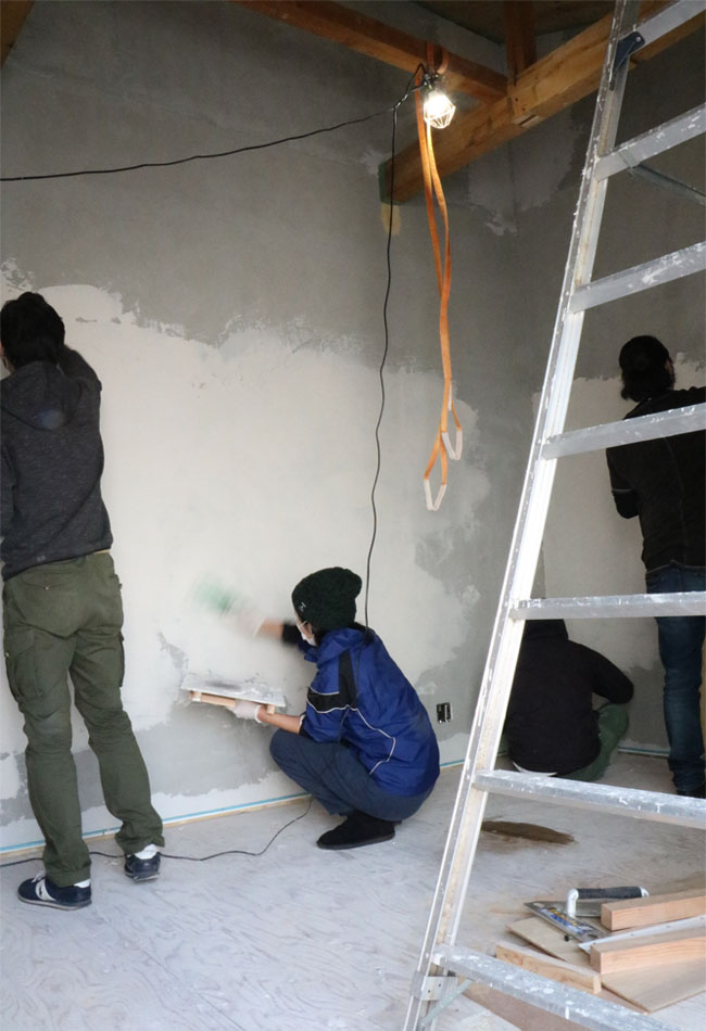漆喰塗りの様子