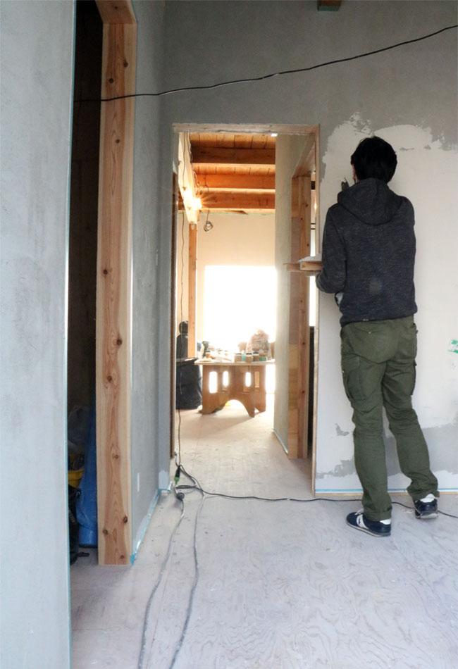 漆喰塗りワークショップ後半の様子