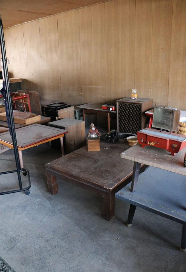 古道具のテーブルを2000円で蚤の市で売る