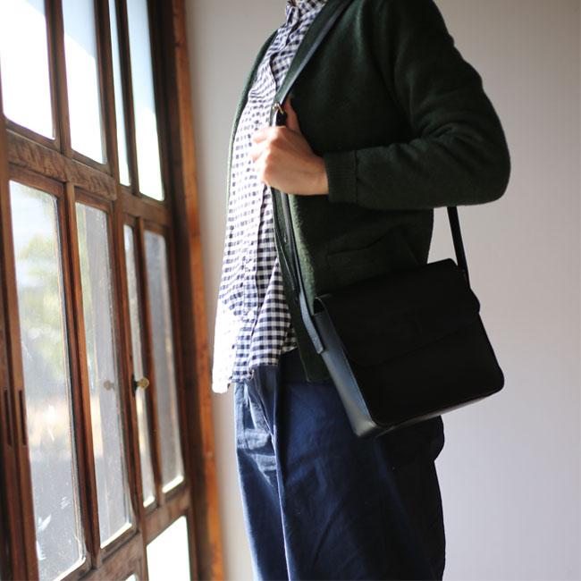 無印良品ヌメ革バッグのコーデ