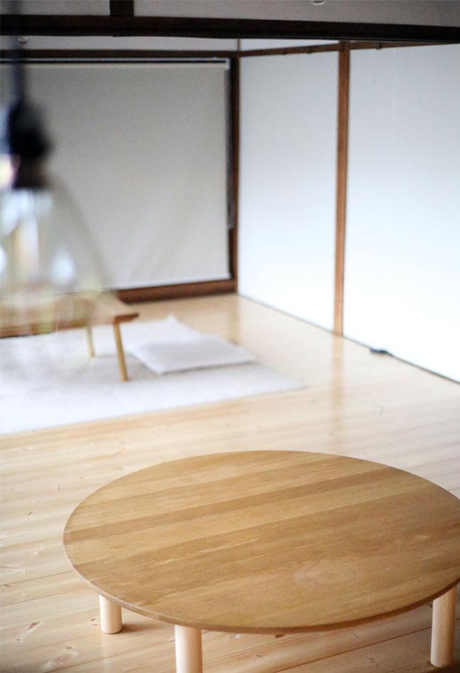 無垢のテーブルを蜜蝋ワックスで塗装、焦げ跡の様子