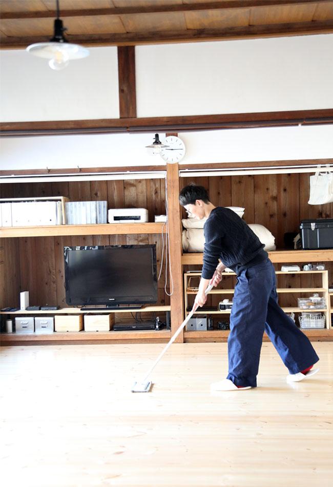 リビングの床の掃除