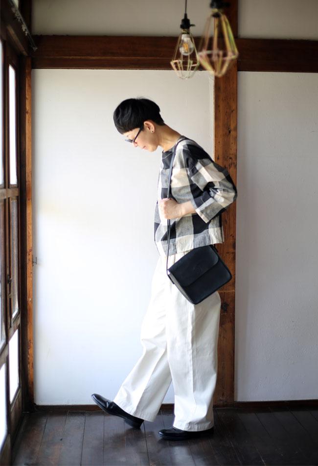 無印良品ストレッチチノイージーワイドパンツを着た写真