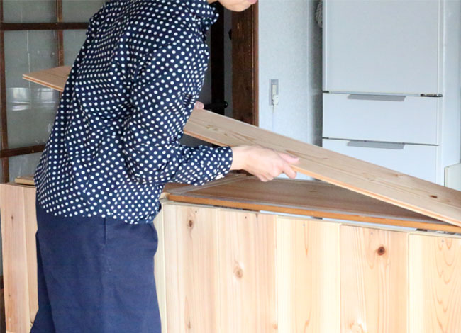 DIY建具に杉板を貼る