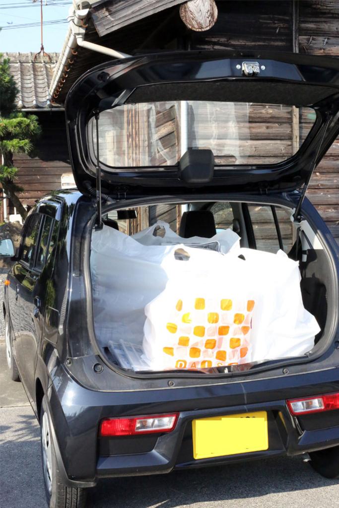 車に収納道具をたくさん積む