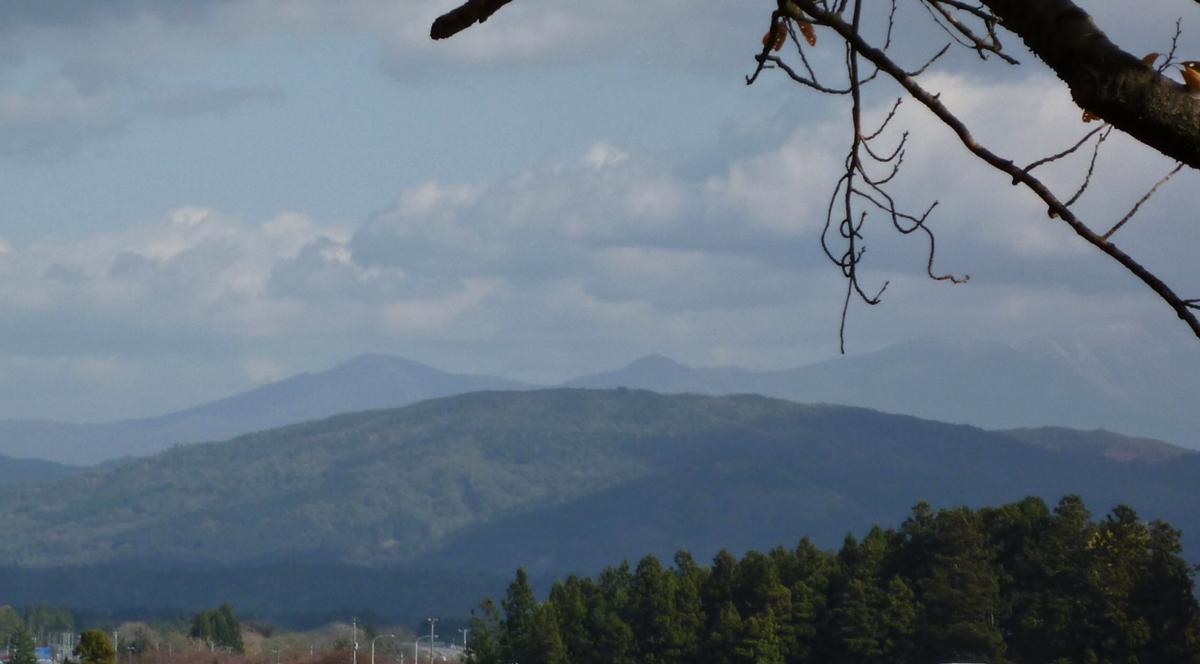 遠くの山並み 北上山系