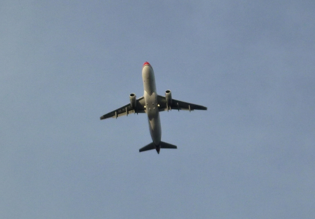 離陸直後の旅客機