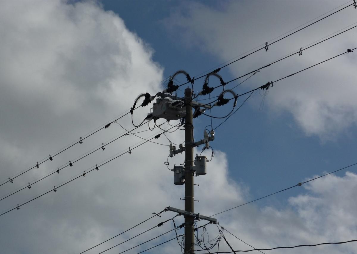 今日の電柱と空
