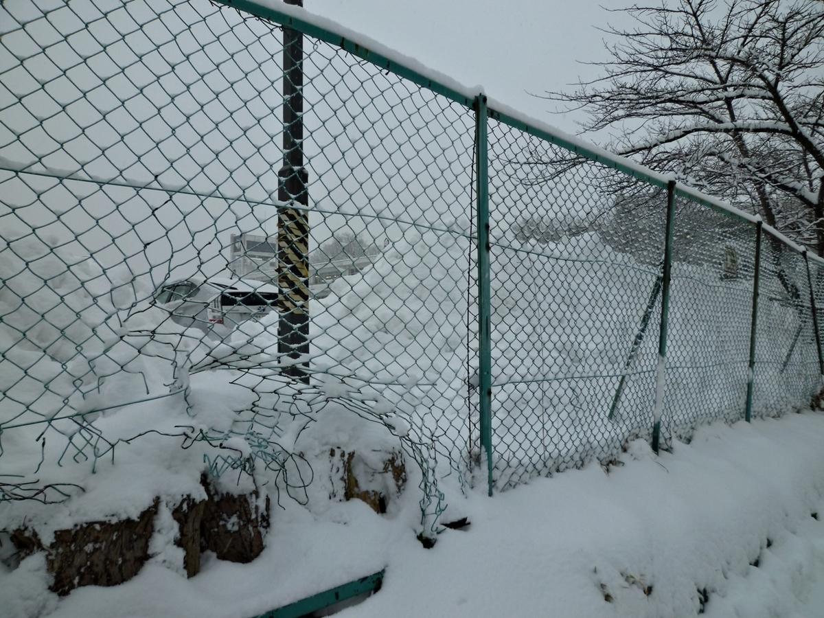 除雪車が作った雪の壁