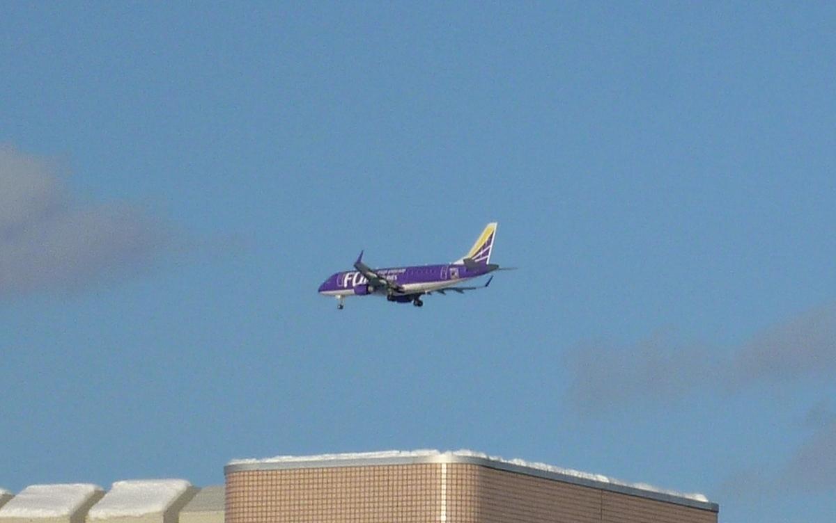 着陸寸前の旅客機2